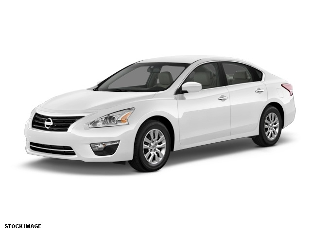 2013 Nissan Altima 25 S Silver CVT Xtronic Such a quiet rude it could lull a baby to sleep As