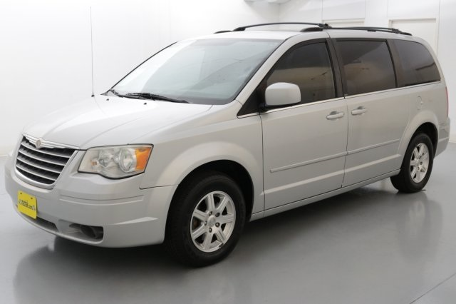 2008 Chrysler Town  Country Touring Silver CLEAN CARFAX HISTORY REPORT Ready for a road trip