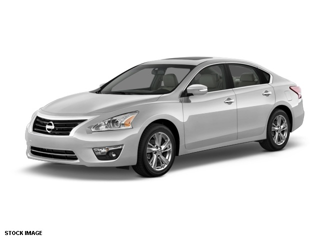 2015 Nissan Altima 25 SL Silver Heated Front Bucket SeatsLeather-Appointed Seat TrimRadio Bose