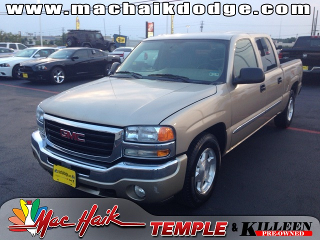 2005 GMC Sierra 1500 SLE Beige CLEAN ONE OWNER CARFAX HISTORY REPORT This superb 2005 GMC Sie