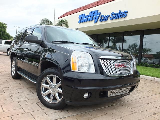 2009 GMC Yukon Denali Black LEATHER AUTOMATIC MOONROOFSUNROOF CERTIFIED PRE-OWN