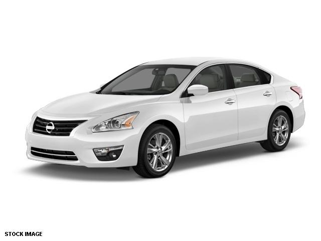 2015 Nissan Altima 25 SV White 17 x 75 Aluminum WheelsFront Bucket SeatsCloth Seat TrimRadi