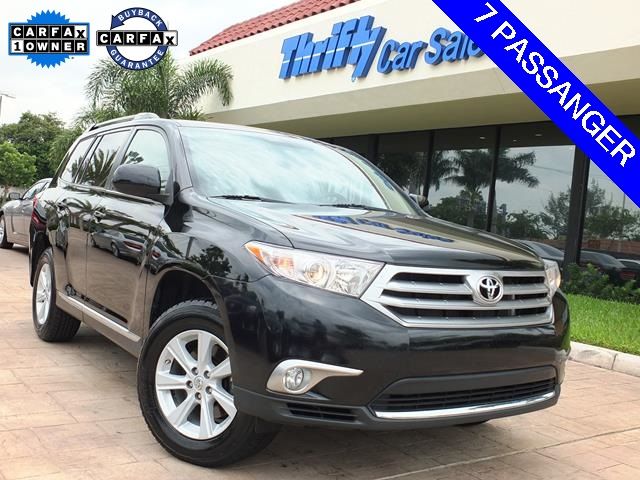 2012 Toyota Highlander SE Black ACCIDENT FREE CARFAX ONE OWNER and AUTOMATIC The S