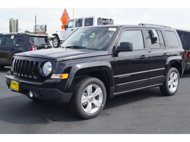2016 Jeep Patriot Latitude Black Dependable Enter and exit the cabin at your leisure