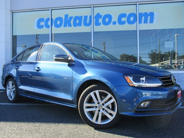2017 Volkswagen Jetta 18T SEL Blue GPS Nav Turbocharged Be the talk of the town when you rol