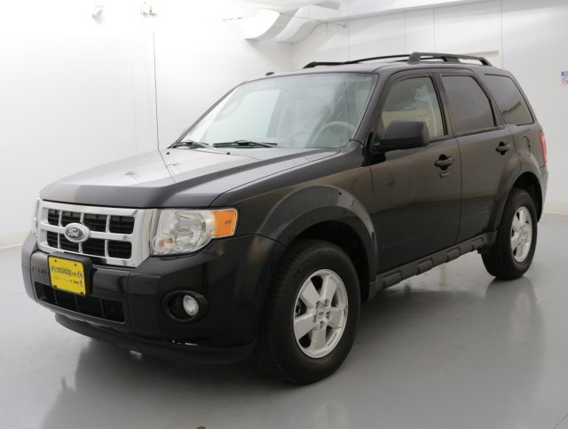 2012 Ford Escape XLT Black CLEAN ONE OWNER CARFAX HISTORY REPORT LOW MILEAGE This superb-l