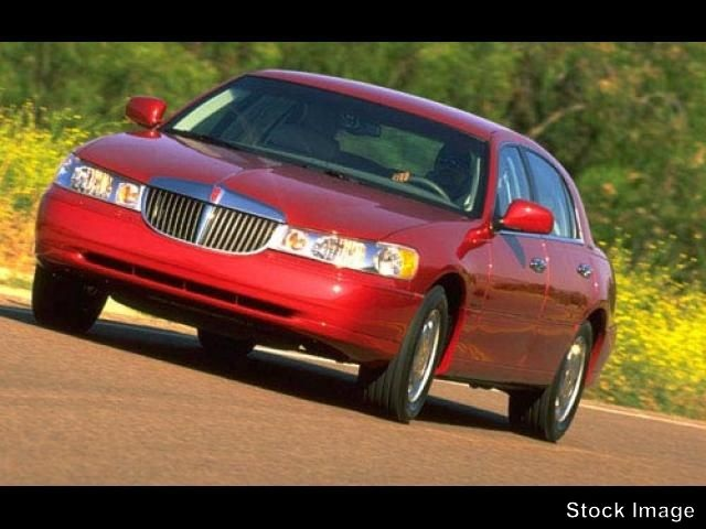 1999 Lincoln Town Car Signature Green So quiet inside you can actually hear yourself think With