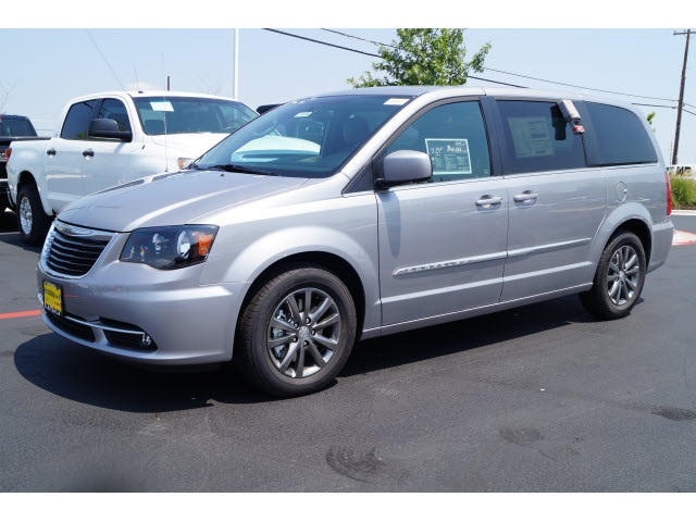 2015 Chrysler Town  Country S Silver Price includes 500 - Southwest Chrysler Capital 2015 Bonu