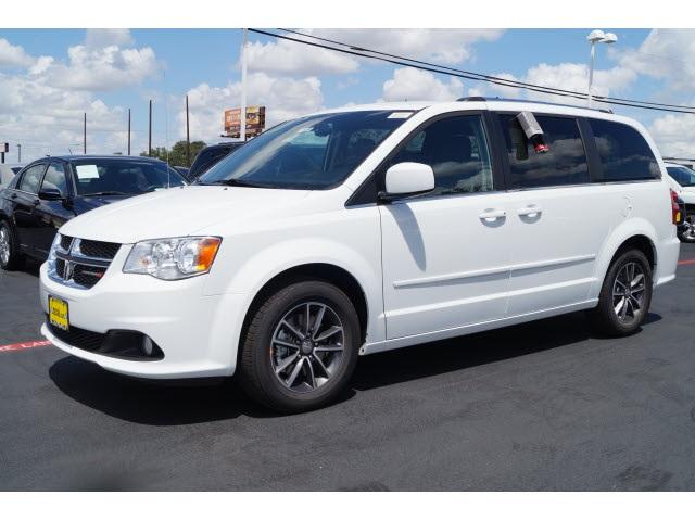 2016 Dodge Grand Caravan SXT White Price includes 1000 - CADEGLMAMWNESWWE 2016 Retail B