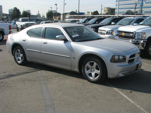 2010 Dodge Charger SXT Silver Silver Bullet Are you READY for a Dodge This great-looking 2010 D
