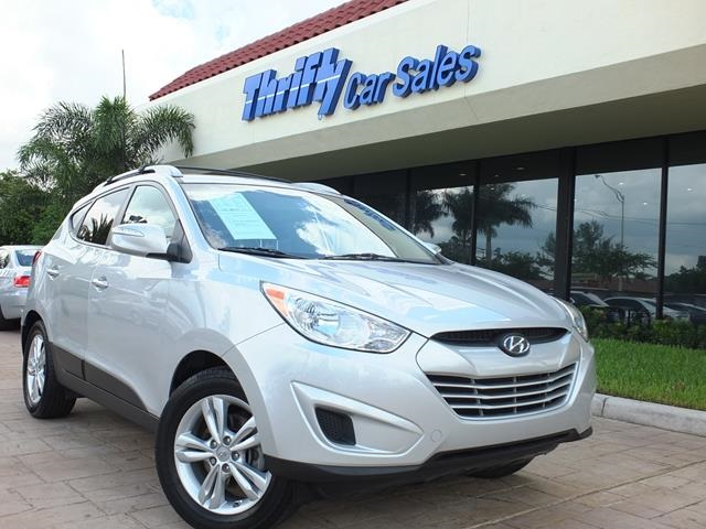 2012 Hyundai Tucson GLS Silver STOP Read this Get ready to ENJOY  Previous owner purchased i