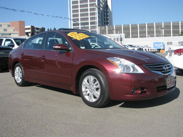 2010 Nissan Altima 25 SL 6 SpeakersAMFM radioAMFMCD RadioCD playerAir ConditioningRear win