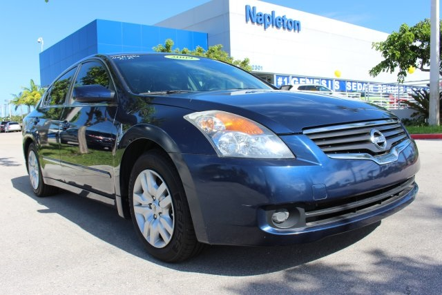 2009 Nissan Altima Blue There isnt a better car than this beautiful 2009 Nissan Altima Have one