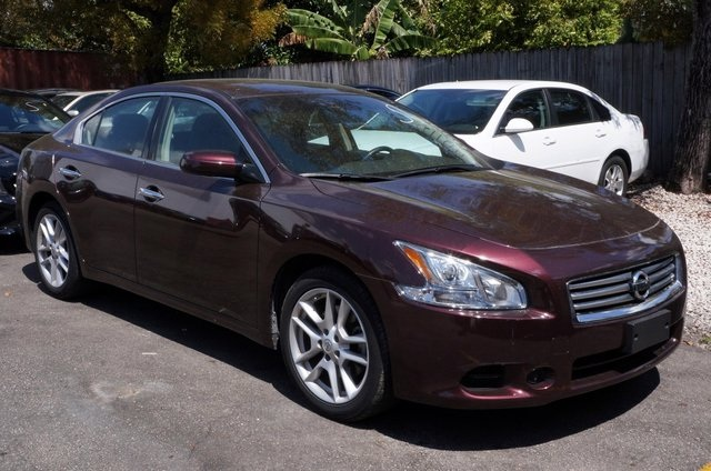 2014 Nissan Maxima 35 S Red Red Hot Dont let the miles fool you Tired of the same dull driv