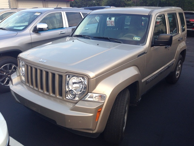 2011 Jeep Liberty Sport Beige CERTIFIED WARRANTY CLEAN CARFAX HISTORY REPORT Wow What a ni