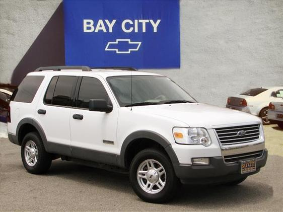 2006 Ford Explorer XLT White 4 SpeakersAMFM radioAMFM Stereo wSingle CDMP3 PlayerCD player