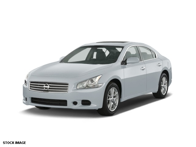 2011 Nissan Maxima 35 SV Gray Runs at full tilt Ride is as cool as a cucumber Confused about wh