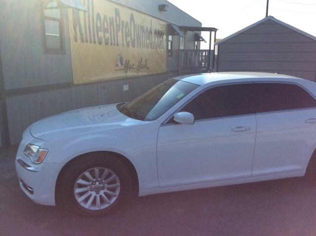 2013 Chrysler 300 Base White CERTIFIED WARRANTY CLEAN ONE OWNER CARFAX HISTORY REPORT This