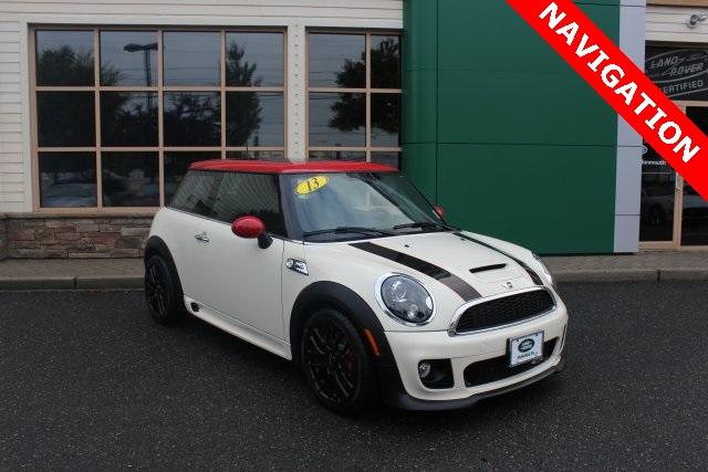 2013 Mini John Cooper Works Base White WOW LOOK AT WHAT WE HAVE FOR YOU lLIKE NEW A 2013 MINI C