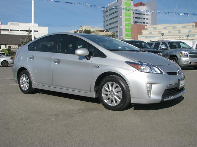 2012 Toyota Prius Plug-in Silver Navigation SystemCD playerMP3 decoderAir ConditioningAutomati