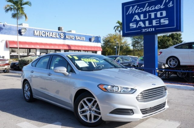 2013 Ford Fusion SE Silver Michaels Auto Sales means business Right car Right price Youll