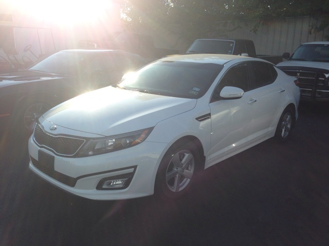 2014 Kia Optima LX White SUPER CLEAN ONE OWNER CLEAN CARFAX HISTORY REPORT Take your hand