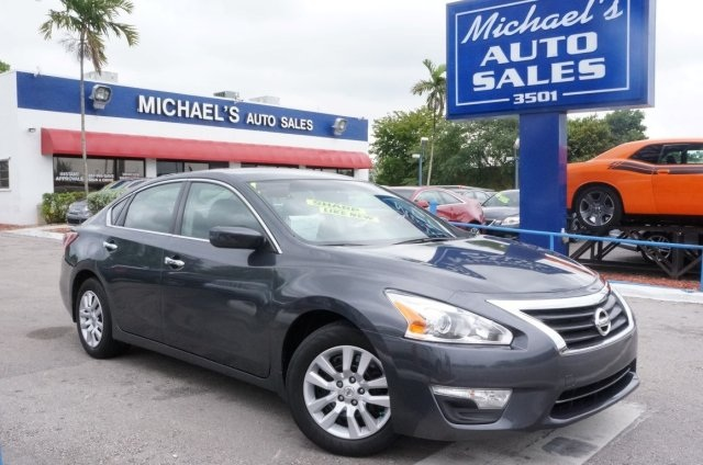 2014 Nissan Altima 25 S Gray CVT with Xtronic Your satisfaction is our business Hurry in Th