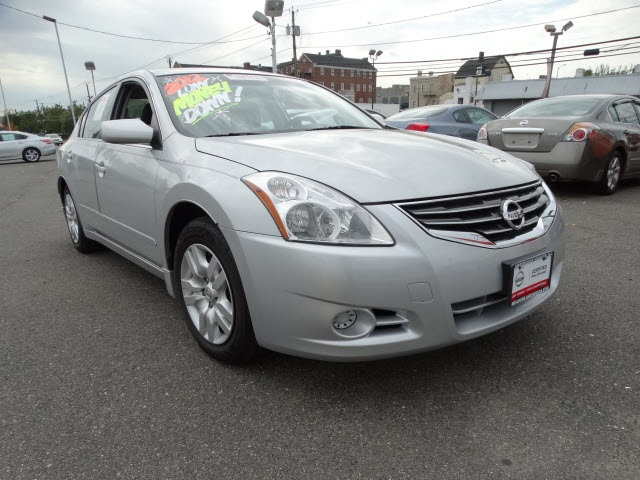 2012 Nissan Altima 25 S Silver Nissan Certified and CVT with Xtronic What a wonderful deal A gr