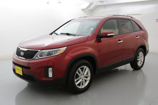 2015 Kia Sorento LX Red CLEAN ONE OWNER CARFAX HISTORY REPORT LX PACKAGEThis wonderful-loo