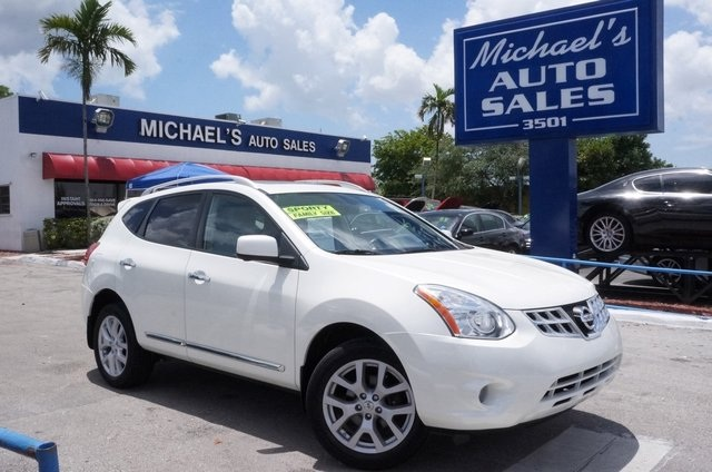 2010 Nissan Rogue S White No games just business Join us at Michaels Auto Sales If youve b