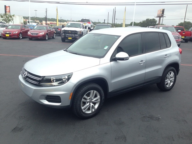 2013 Volkswagen Tiguan S Silver CLEAN CARFAX HISTORY REPORT TURBOCHARGED This terrific-look