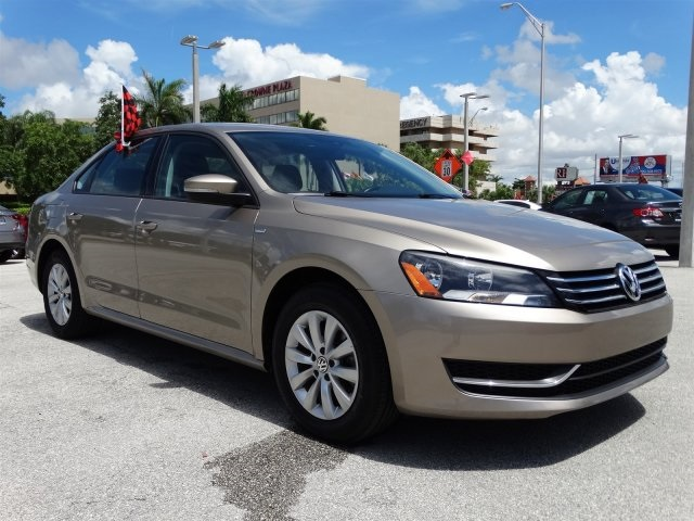 2015 Volkswagen Passat 18T Wolfsburg Edition Gold CLEAN CARFAX ONE OWNER LOW MILES