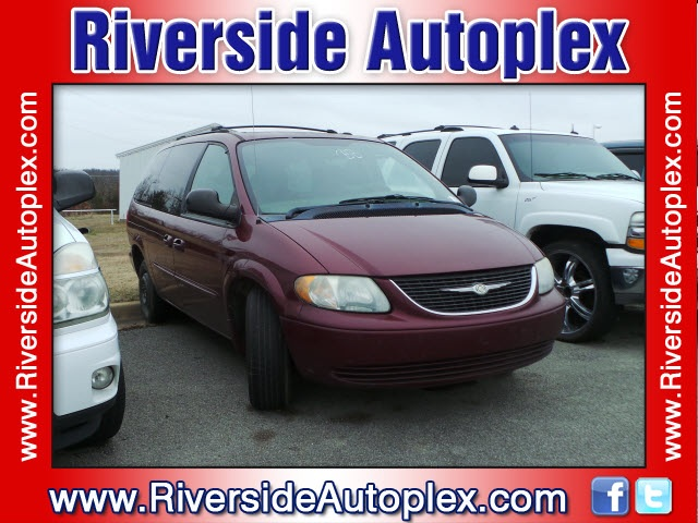 Used-2003-Chrysler-Town n Country