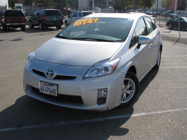 2010 Toyota Prius II Silver 15 x 6J Alloy Disc WheelsFabric Seat TrimRadio AMFMMP3 CD Player